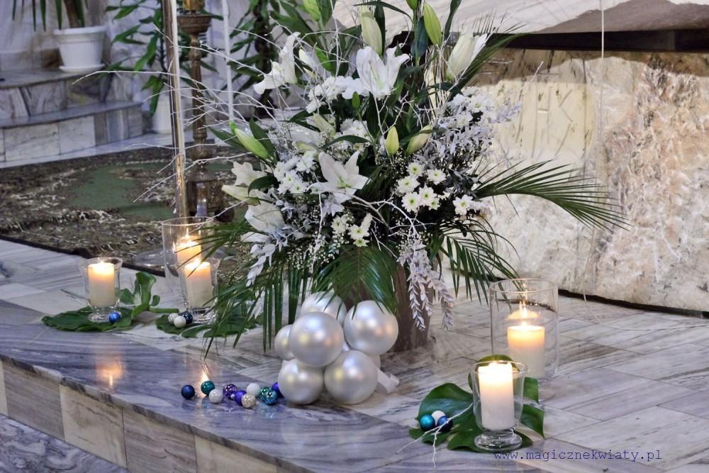 zimowy ślub, białe dekoracje kościoła