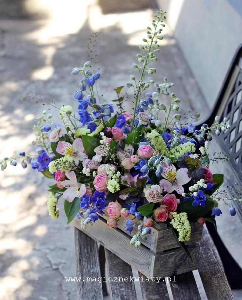 Kosz kwiatowy, skrzyneczka, Kraków, Magiczne Kwiaty, ostróżki, róże, różowo-niebieski,Dzień Matki 5a