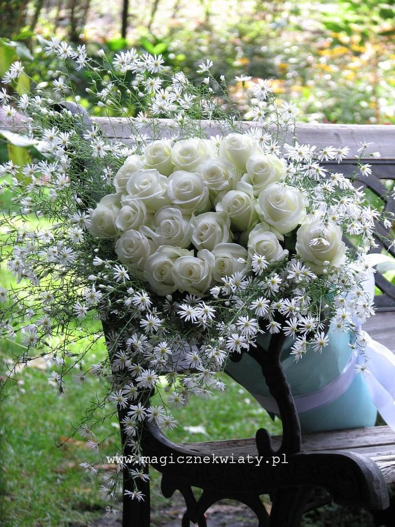 bukiet biały, dla Mamy, dla rodziców, na slub, biale róże, astry, Kraków, Małopolska, Magiczne Kwiaty 1