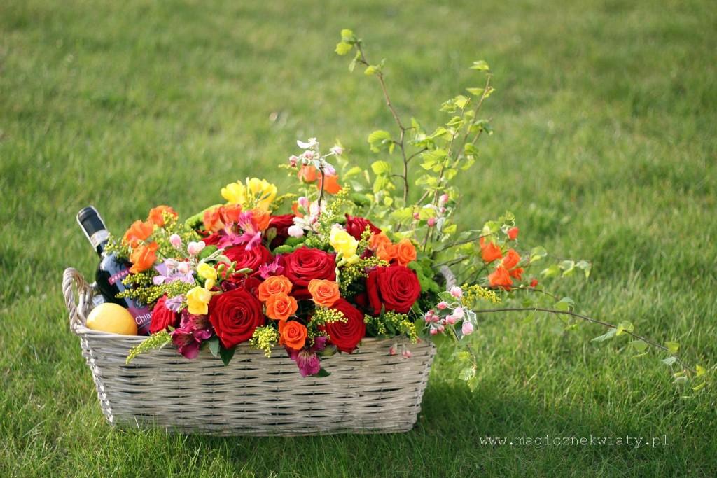 kosz kwiatowy, Kraków, Magiczne kwiaty, róże, kolorowe róże, czerwone róże, Dzień Matki 1