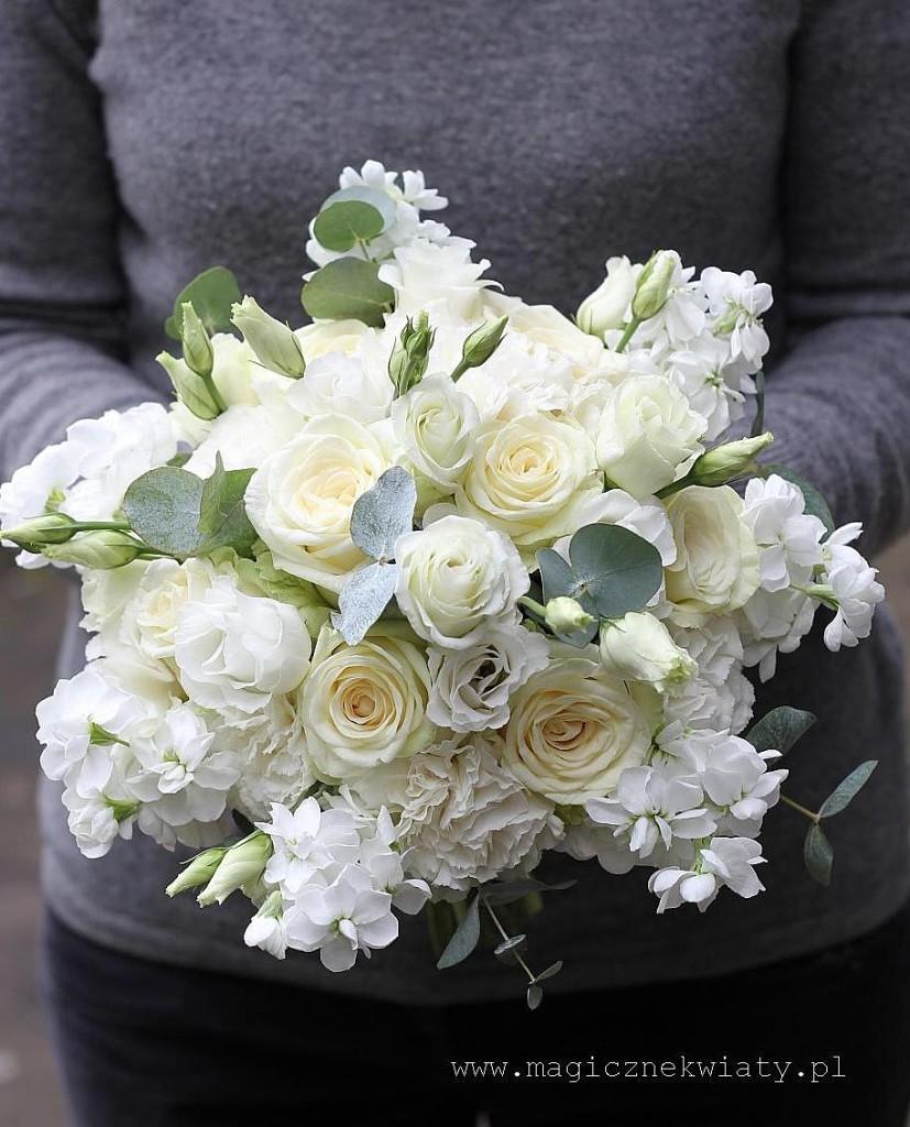 bukiet ślubny, Kraków, Małopolska, Magiczne Kwiaty, biały,białe róże, goździki, lewkonia, eutoma, ornithogalum,  elegancki, wiązanka slubna 1