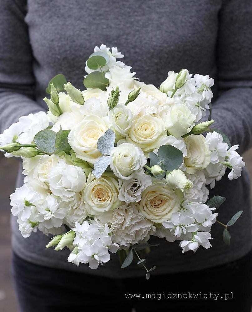 wiosenny bukiet slubny, biały, pachnacy, konwalie, narcyzy, róże, lewkonie