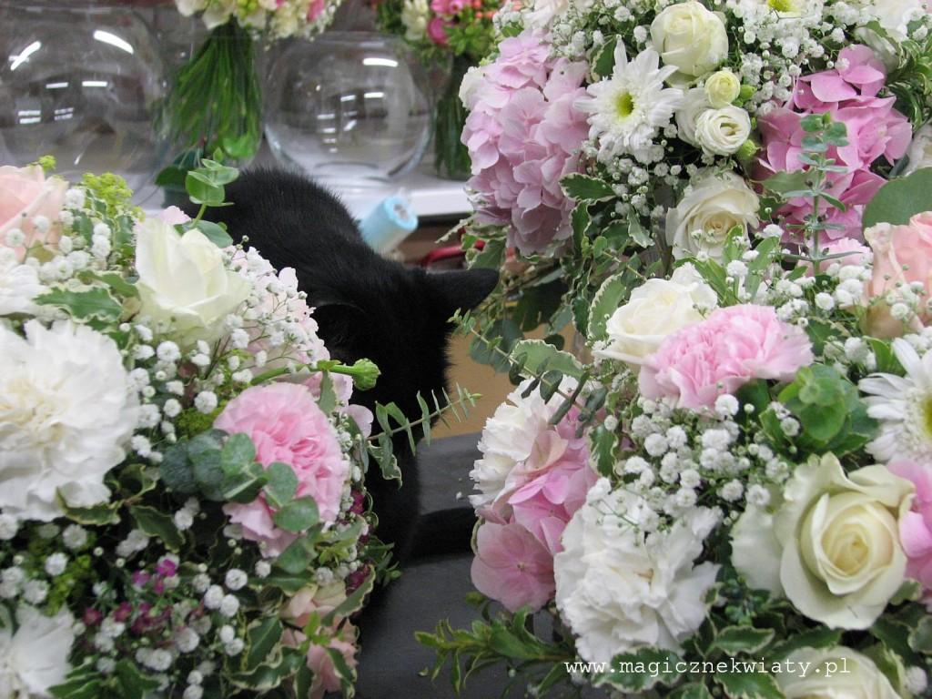 kielichy, kompozycje w kielichach, dekoracja sali, rózowa, biała, hortensje, róże12