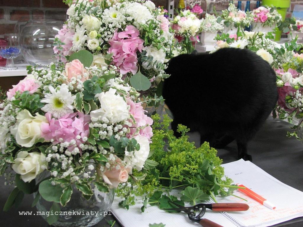 kielichy, kompozycje w kielichach, dekoracja sali, rózowa, biała, hortensje, róże13