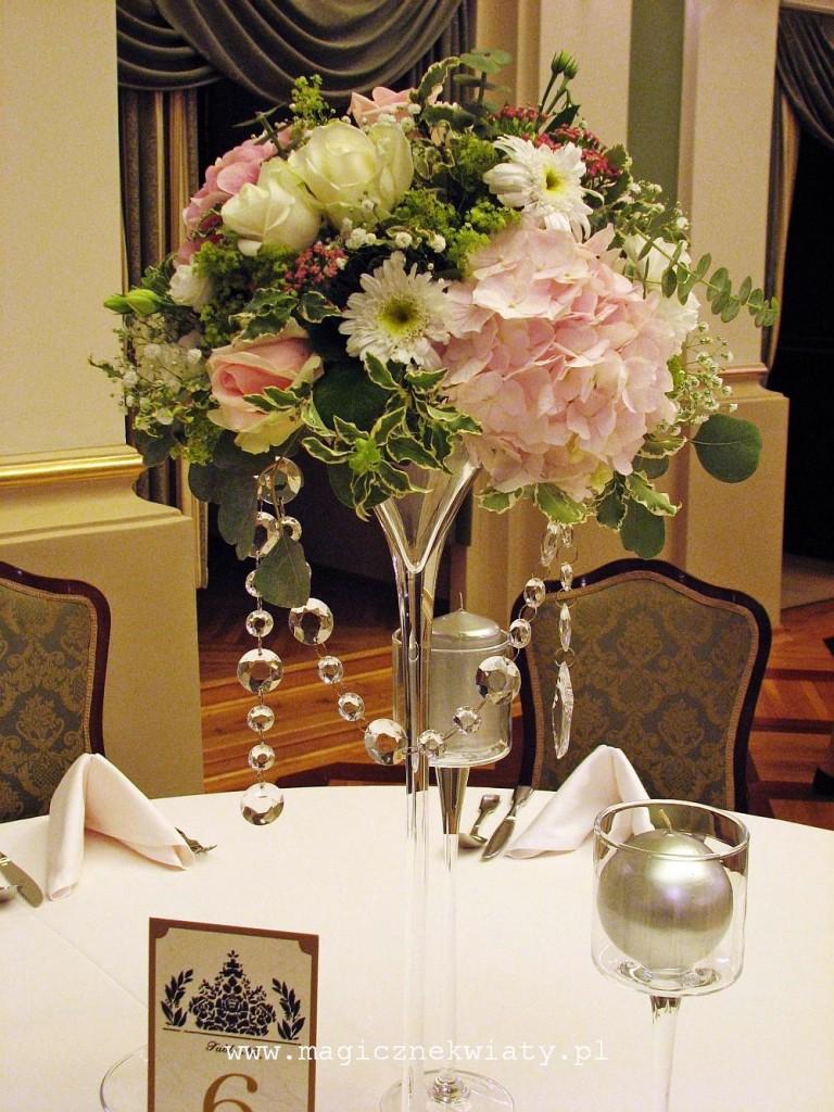 kielichy, kompozycje w kielichach, dekoracja sali, rózowa, biała, hortensje, róże4