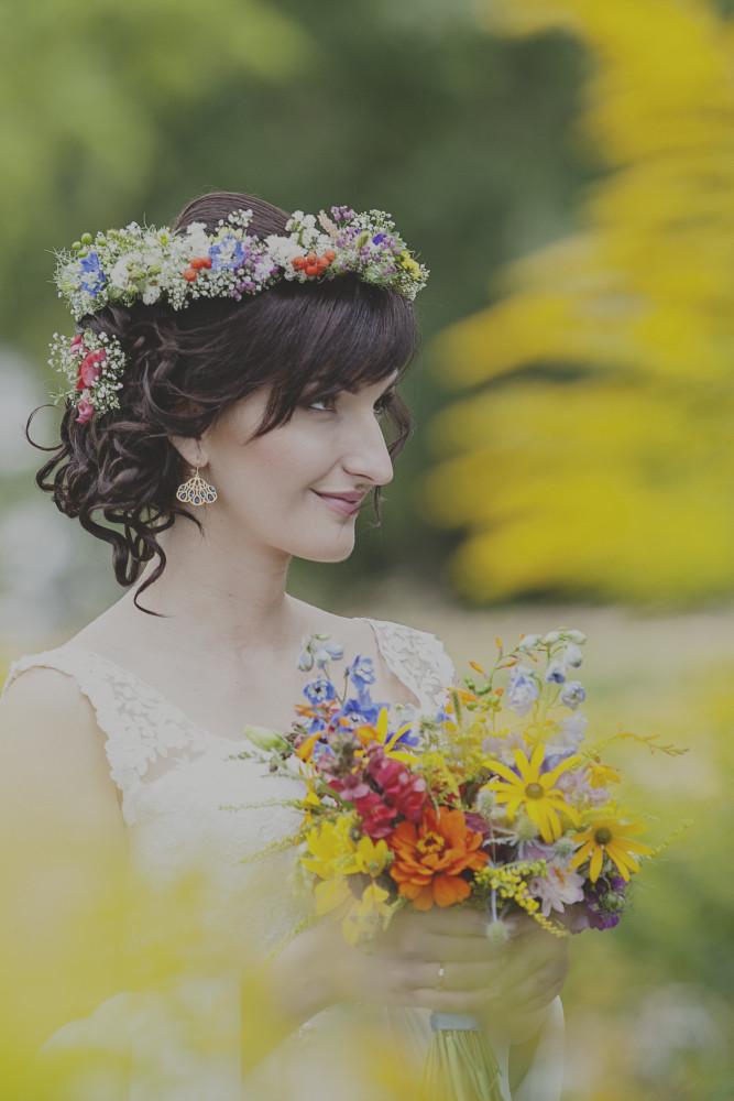 rustykalny, żółty, polno-ogrodowy bukiet ślubny