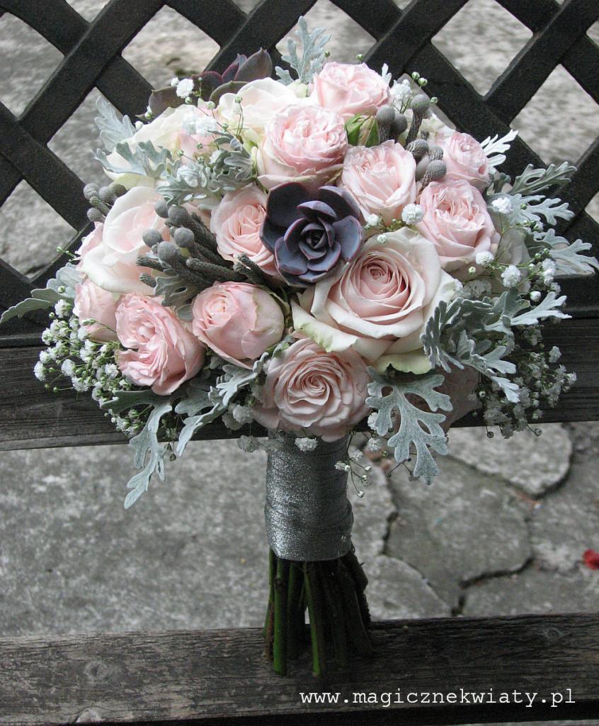 pudrowo różowy bukiet z sukulentem, kraków, bukiet slubny, Magiczne Kwiaty2