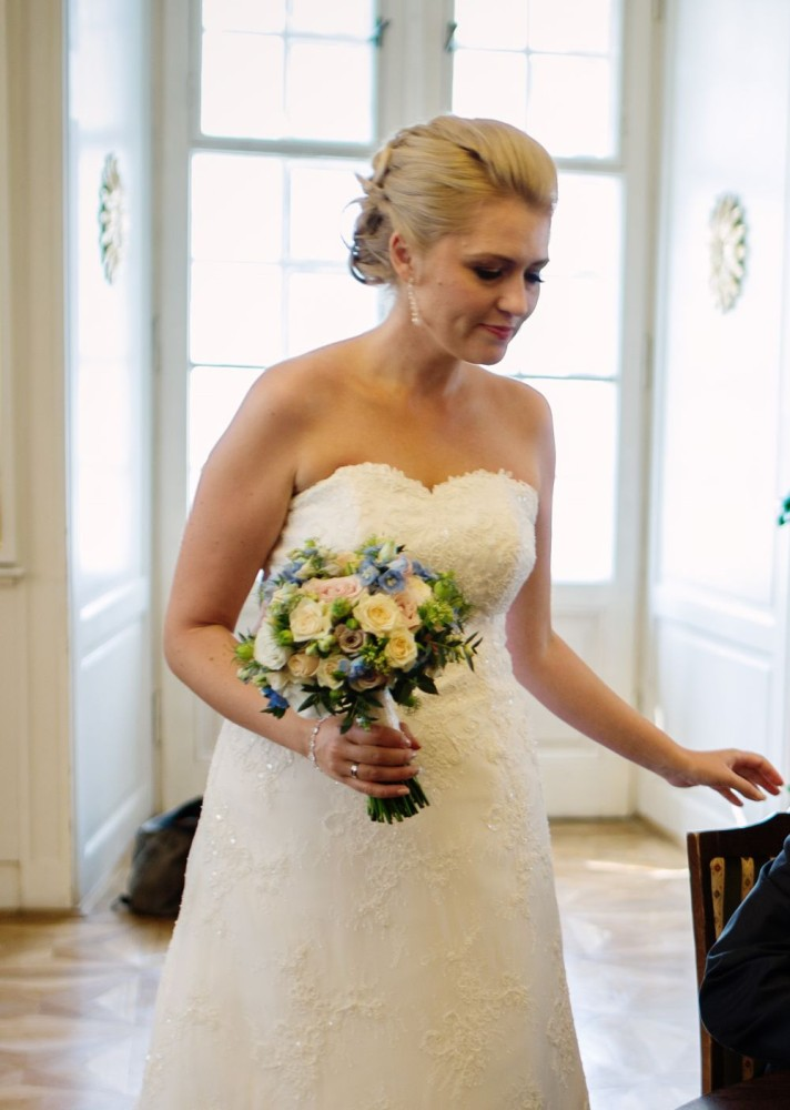 bukiet vintage, pstelowe róże, niebieska hortensja