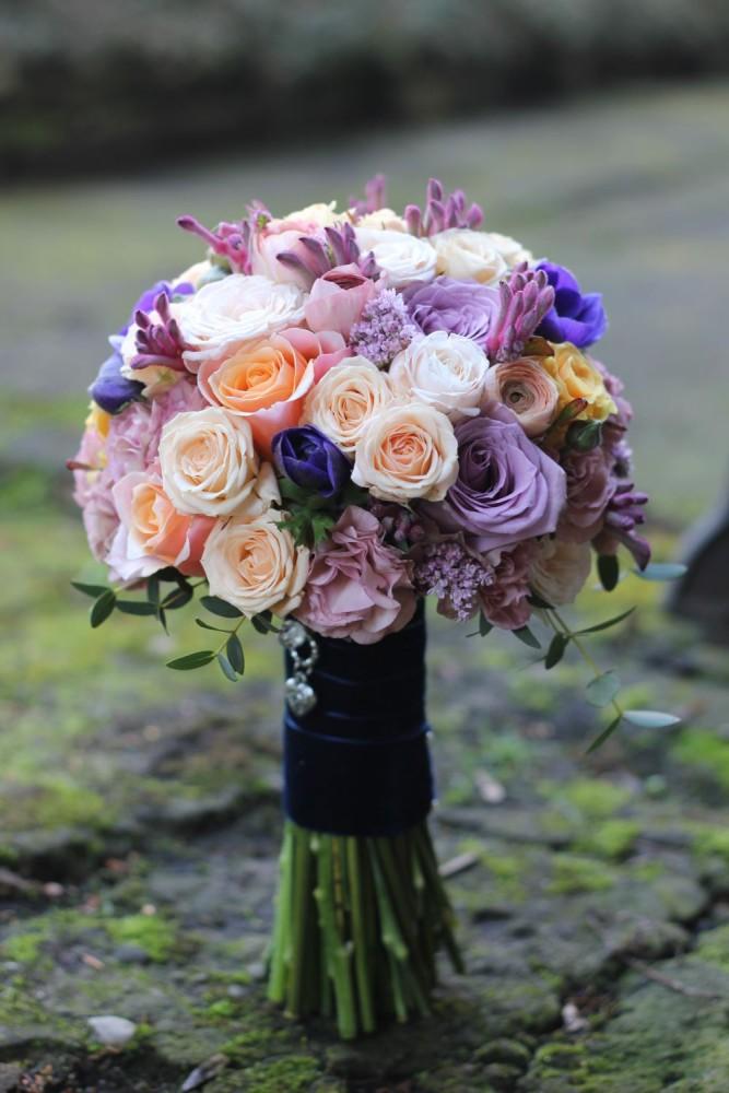 pastele, fiolet, lila, brzoswinia, bukiet slubny, krakow