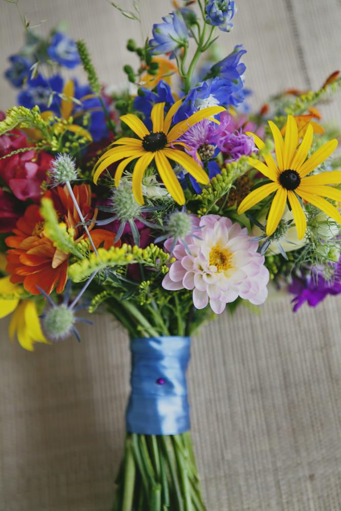 polno -ogrodowy bukiet slubny, kolorowy, żólty, pomaranczowy, niebieski, rustykalny, kraków