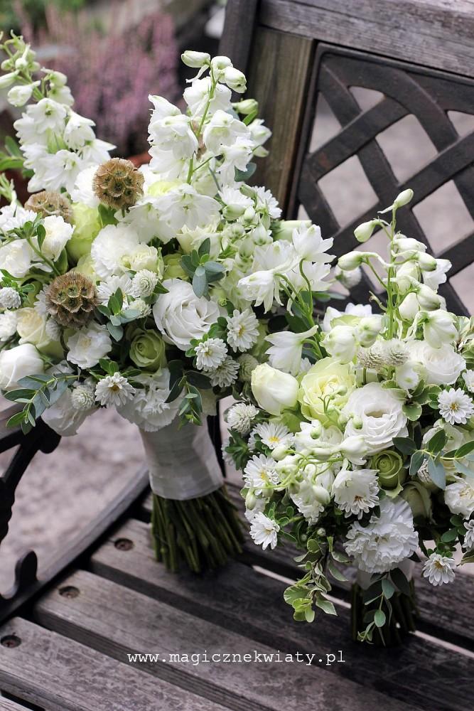 biały, bialo-zielony bukiet slubny, romantyczny, vintage, swobodny, ostrózki, eustomy, scabioza