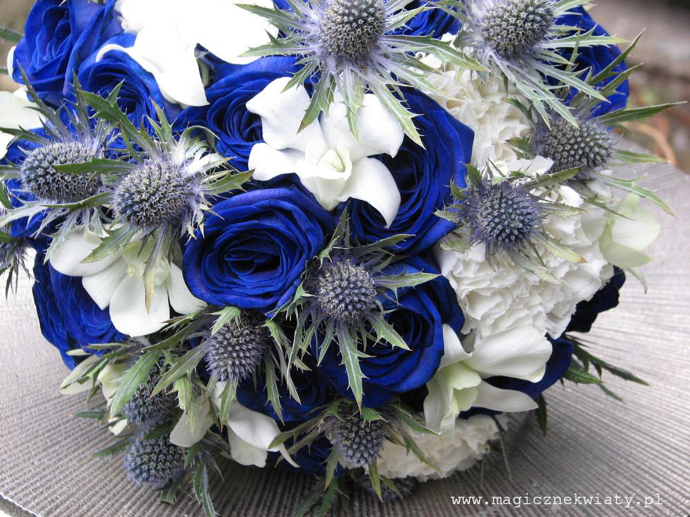 niebieski, granatowy bukiet slubny, krakow, niebieskie róże, eryngium