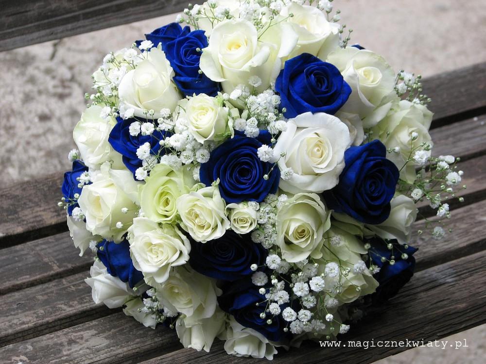granatowe, niebieskie róże, bukiet slubny biało-niebieski